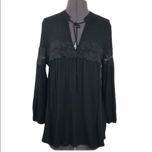 Joe & Elle NWOT Women's Black Peasant Top M